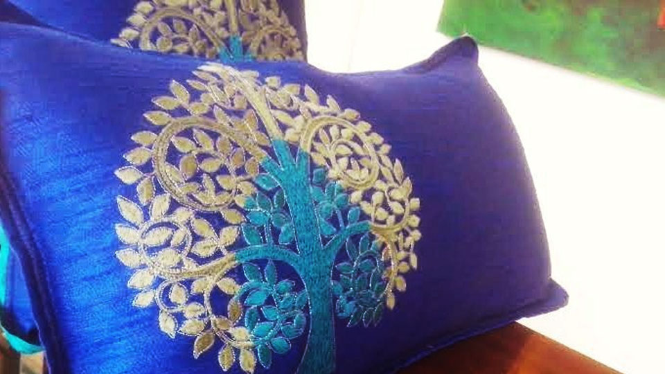 Blue-Cushions-add-color-to-rooms